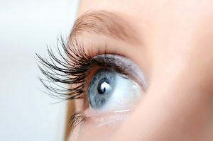 Woman with eyelash extension