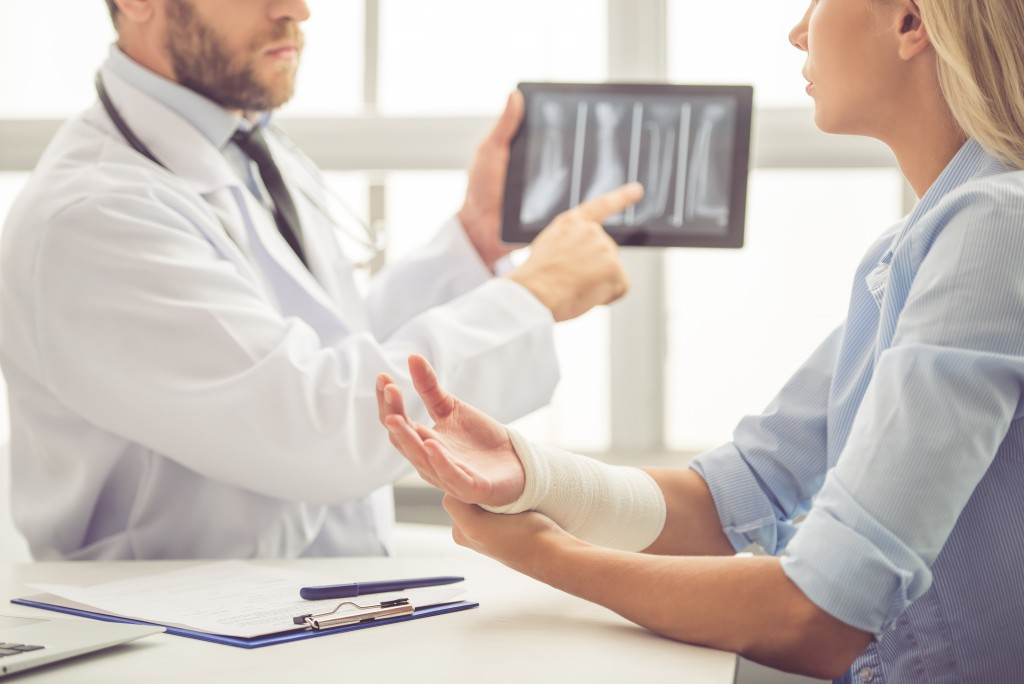 Woman consulting an orthopedic doctor