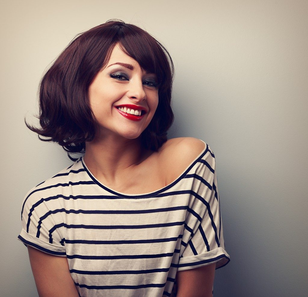 oung woman with short hair