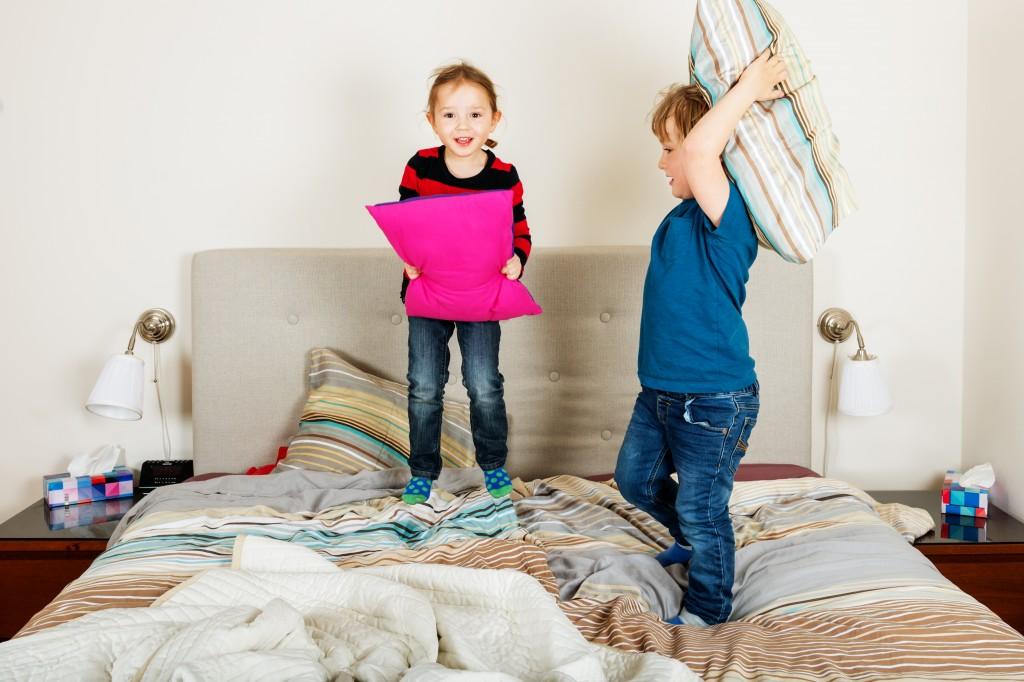 pillow fight kids